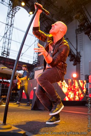 Daughtry Live in Chicago